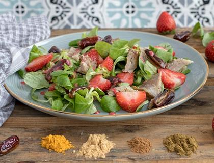 Ensalada de cordero con fresas y vinagreta de frutos rojos